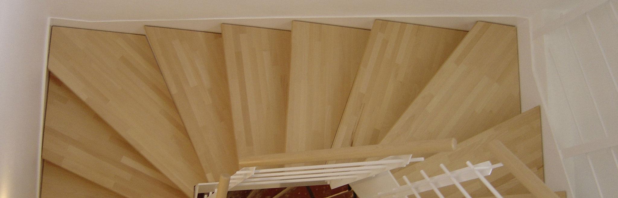 treppenstufen aus holz treppenstufen holz auf metall. Black Bedroom Furniture Sets. Home Design Ideas