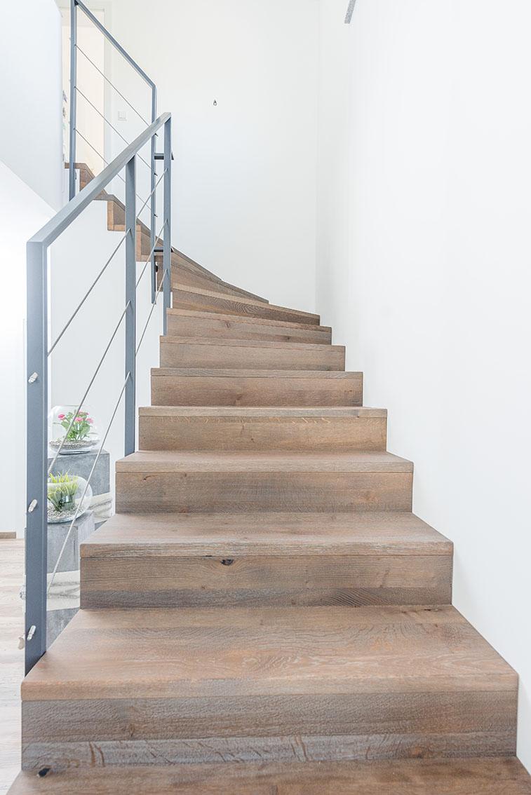 viertelgewendelte treppen aus stahl und holz stadler treppen. Black Bedroom Furniture Sets. Home Design Ideas