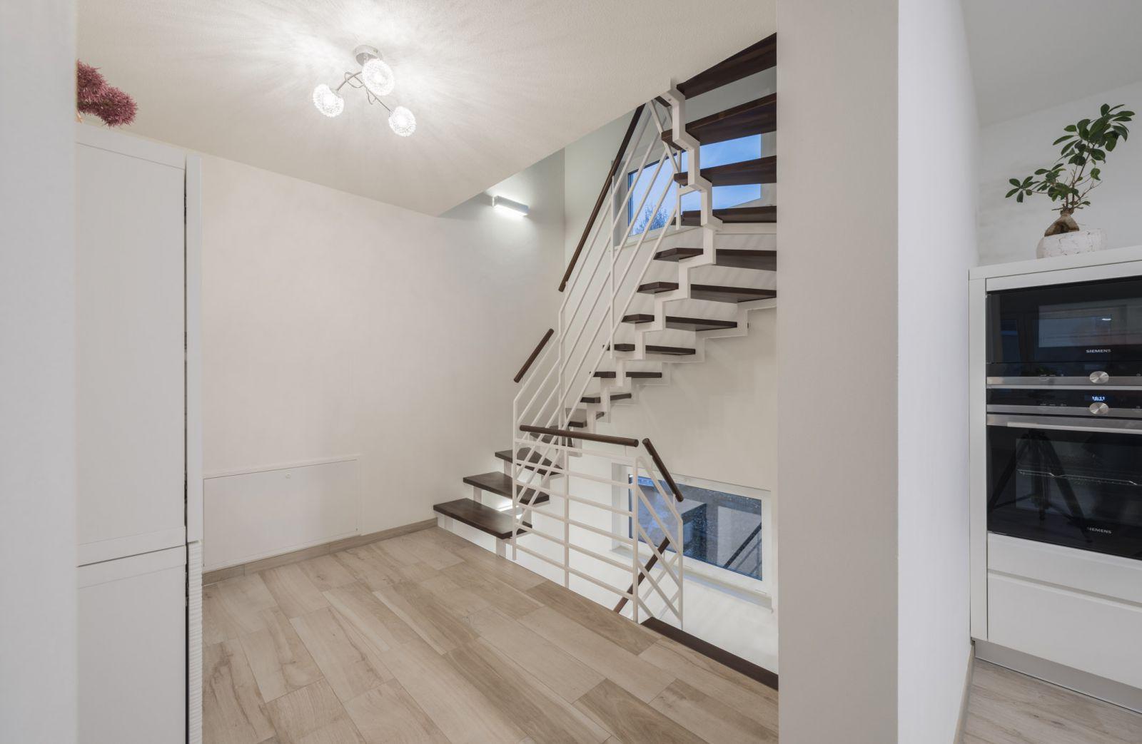 zweiviertelgewendelte treppen vom fachmann stadler treppen. Black Bedroom Furniture Sets. Home Design Ideas