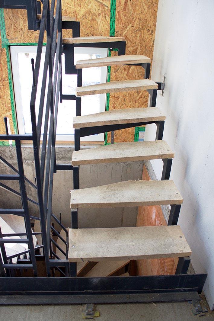 stahltreppe als bautreppe nutzen stadler treppen. Black Bedroom Furniture Sets. Home Design Ideas