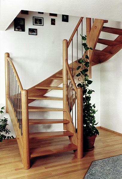 richtige pflege von holztreppen und holzstufen stadler. Black Bedroom Furniture Sets. Home Design Ideas